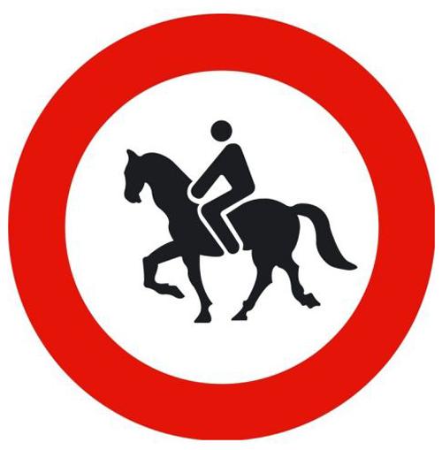 Señal vertical reglamentaria de entrada prohibida a animales de montura