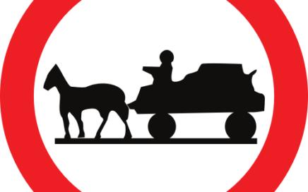 Señal vertical reglamentaria de entrada prohibida a vehículos de tracción animal