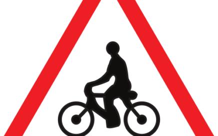 Señal vertical de advertencia de peligro por la proximidad de ciclistas