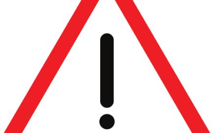 Señal vertical de advertencia de peligro por la proximidad de otros peligros