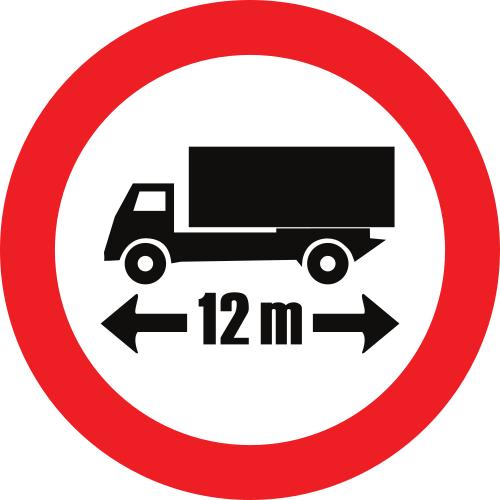 Señal vertical reglamentaria de restricción de paso por limitación de longitud