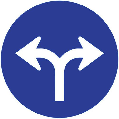 Señal vertical reglamentaria de obligación de únicas direcciones y sentidos permitidos hacia la derecha e izquierda