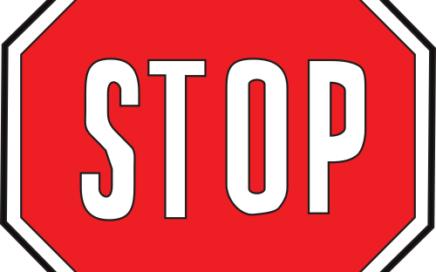 Señal vertical reglamentaria de prioridad stop