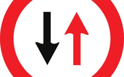 Señal vertical reglamentaria de prioridad en sentido contrario